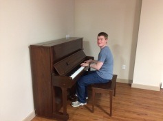 Harris tickling the ivories!
